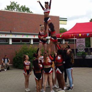 Die Cheerleadergruppe bei ihrer Choreographie