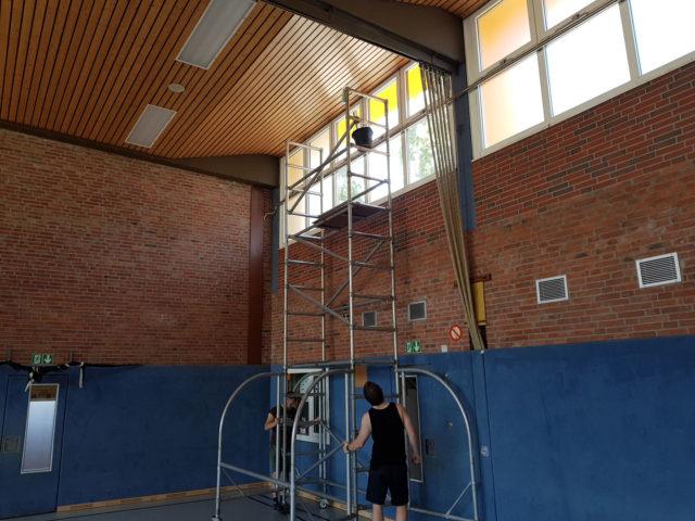 Neue Blendschutz-Folien für die Hallen-Fenster